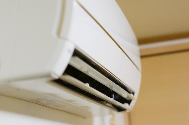 エアコン掃除の頻度は一人暮らしでどれくらい?自分でやるべきではない理由を解説!