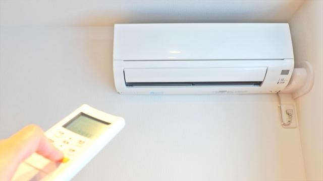 エアコンから水が垂れる原因の多くがドレインホース?掃除方法や対処方法を解説!