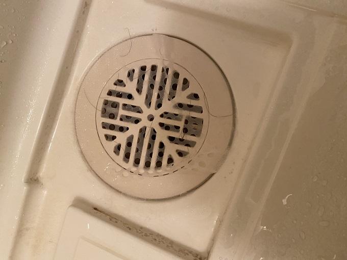 貼るだけで簡単!お風呂の排水口用フィルター【髪の毛トリトリ】の使い方について