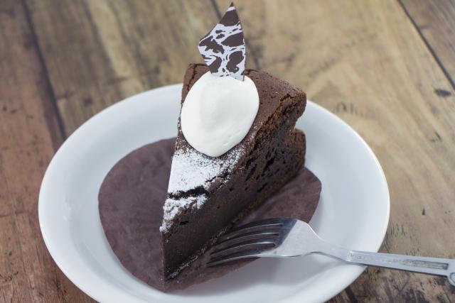 ローソンキャラメルショコラロールケーキのカロリーやお値段は?販売開始はいつから?