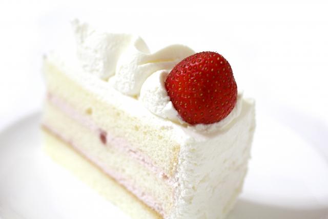 ローソンUchiCaféSpécialité雲泡クリームの苺ショートはいつから販売開始?カロリーや値段も調査!