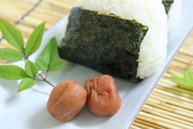 セブン新潟県産コシヒカリおむすび黒豚みそのカロリーと糖質量は?販売開始はいつから?