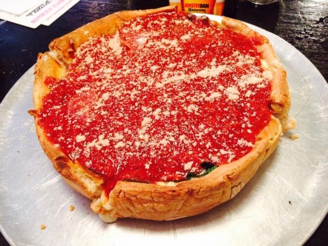 YouTuberヒカルがウーバーイーツで注文?年間5万枚売れた伝説のシカゴピザの口コミや味を調査!