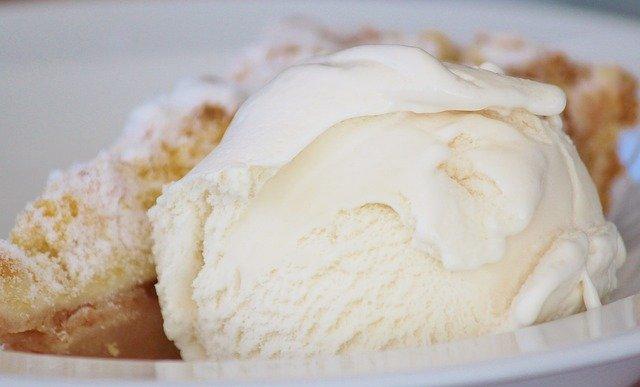 セブン7プレミアムバニラ香るクッキーサンドのカロリーと糖質量は?販売開始はいつから?